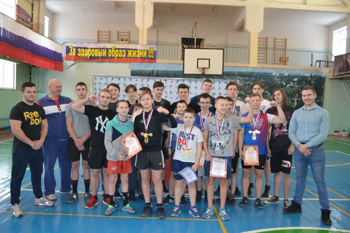 Первенство города Алексин по классическому жиму лежа среди юношей